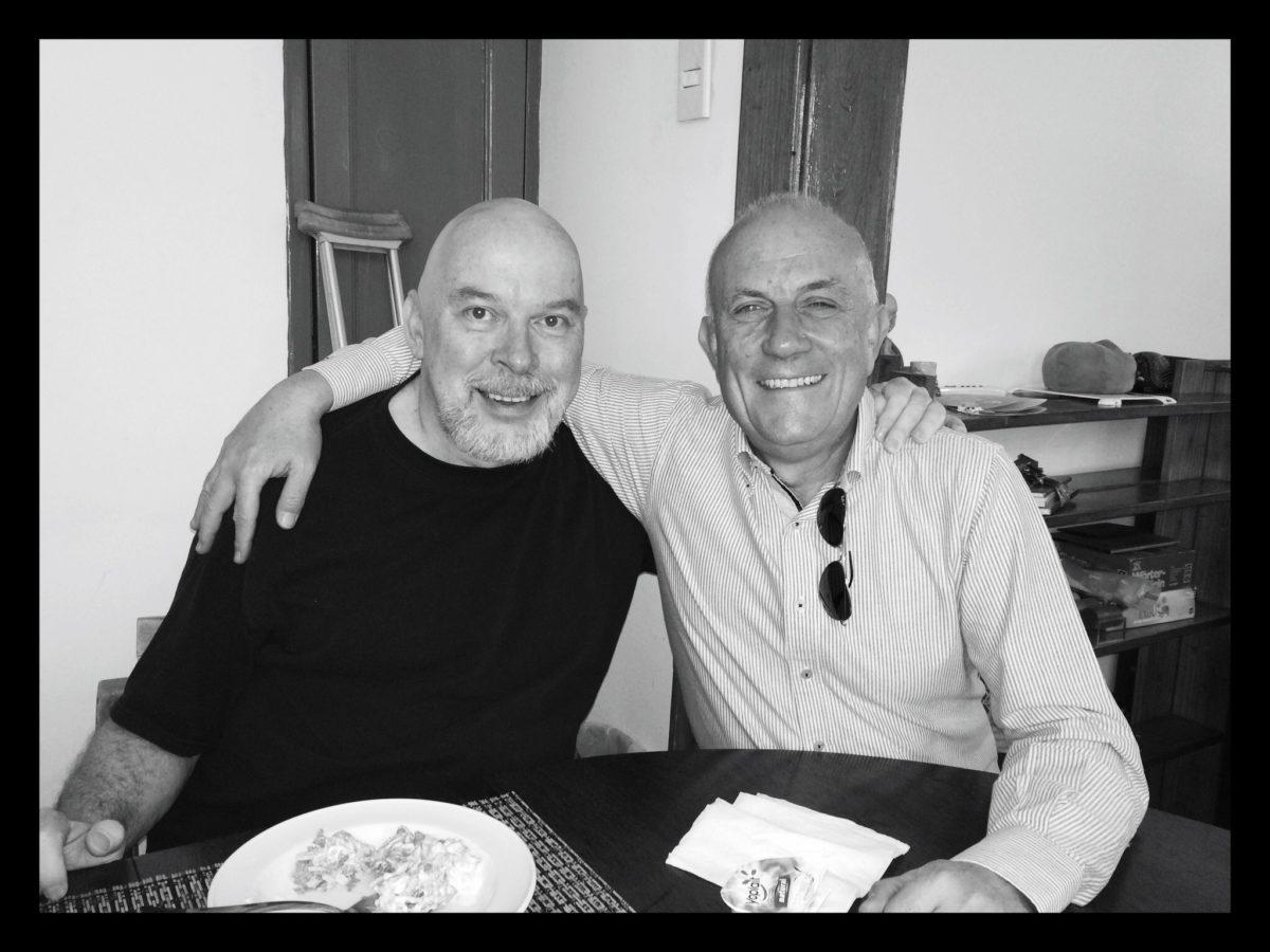 En muletas, acompañado de Tomás, mi viejo amigo…