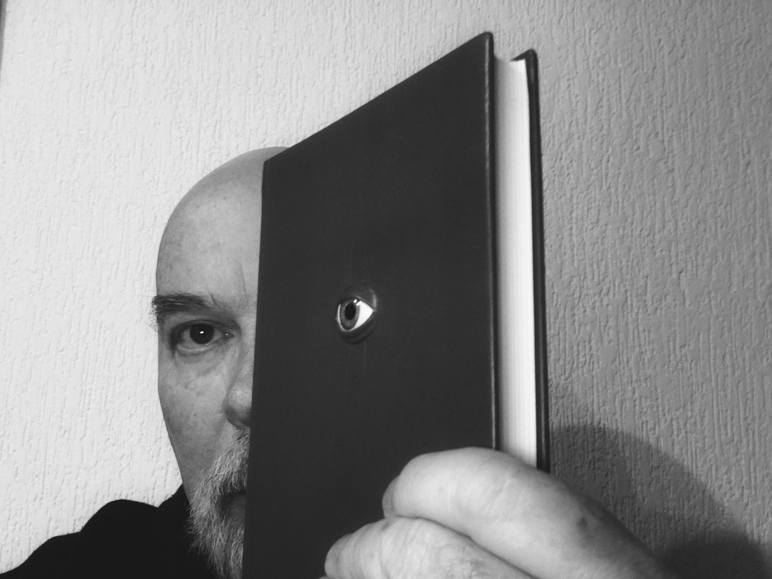 Hoy estamos ante la posibilidad de ofrecer a nivel mundial verdadera bibliodiversidad no sólo en formato de libro electrónico, sino también de libro impreso. Y eso hace toda la diferencia.